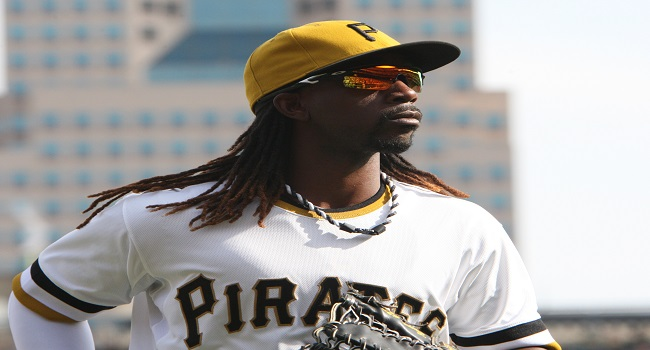 Pirates' Andrew McCutchen Wins NL MVP Convincingly